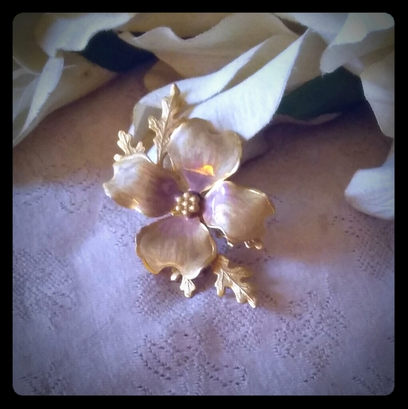 Vintage Jewelry - Vintage Enamel Dogwood Flower Brooch
